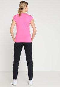 BIDI BADU - BELLA 2.0 TECH NECK TEE - Jednoduché triko - pink - 2
