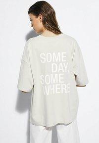 Massimo Dutti - T-shirt imprimé - beige - 1