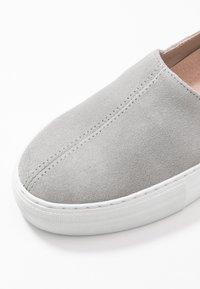 Zign - Slip-ons - grey - 2