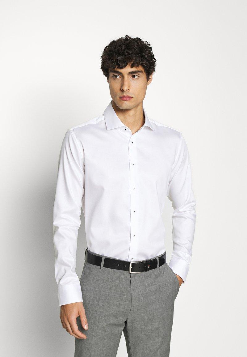 Seidensticker - SLIM LIGHT SPREAD KENT PATCH - Formal shirt - weiß