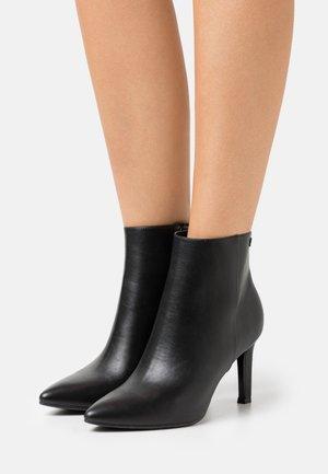 COMO  - Kotníková obuv na vysokém podpatku - black