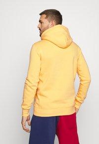 Mitchell & Ness - CLASSIC HOODIE - Huppari - yellow - 2