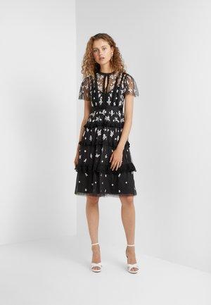 MONOCHROME DITSY DRESS - Koktejlové šaty/ šaty na párty - graphite