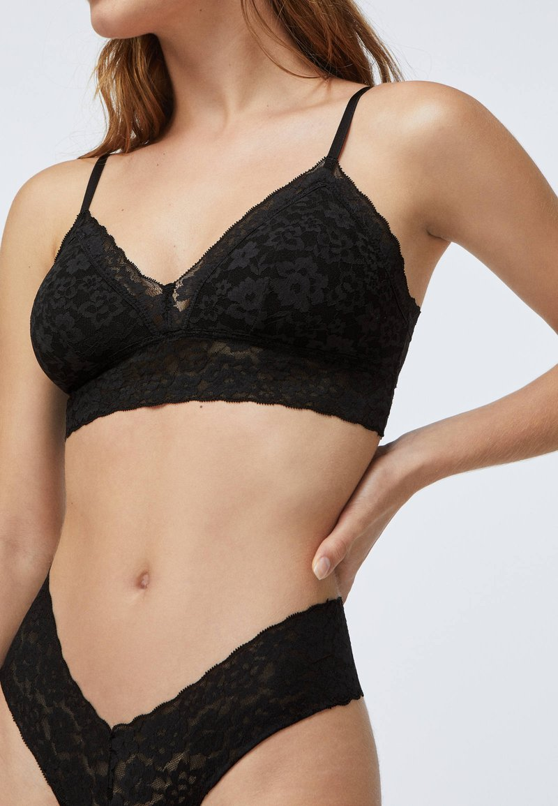 OYSHO - Triangle bra - black