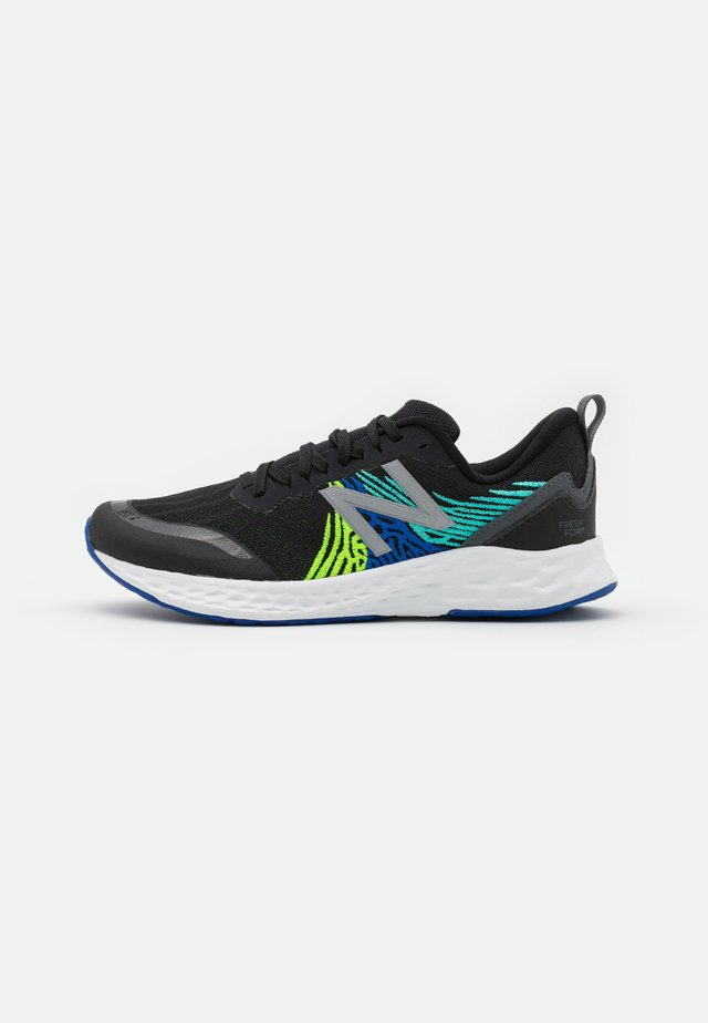 GPTMPBL UNISEX - Zapatillas de running neutras - black/green