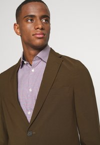 Isaac Dewhirst - THE RELAXED SUIT  - Suit - brown - 6