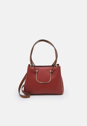 SHOPPER BAG KITSH M - Shopping bag - brick red