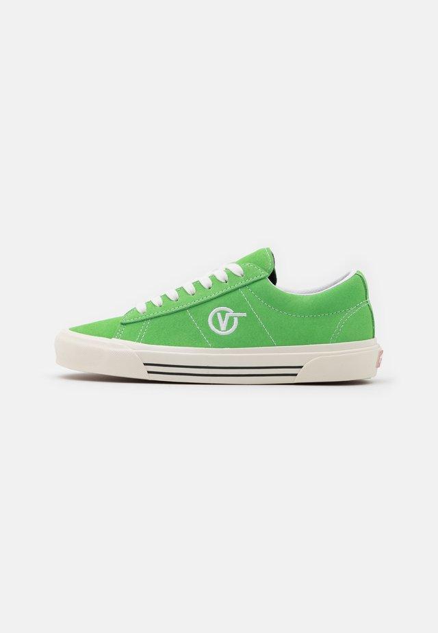 ANAHEIM SID DX UNISEX - Sneakersy niskie - green/white