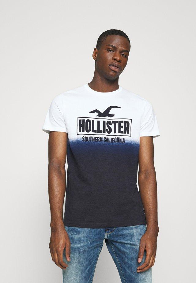 OMBRE LOGO - Camiseta estampada - white/navy