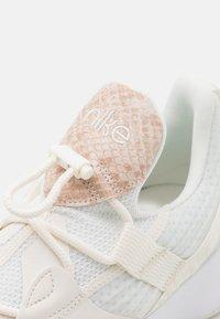 Nike Performance - SUPERREP GROOVE  - Treningssko - sail/white/particle beige - 5