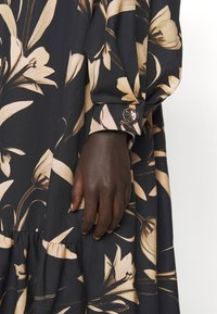 Mother of Pearl - V-NECK DRESS WITH PLEATED SLEEVE GATHERED SKIRT - Day dress - botanical black - 7