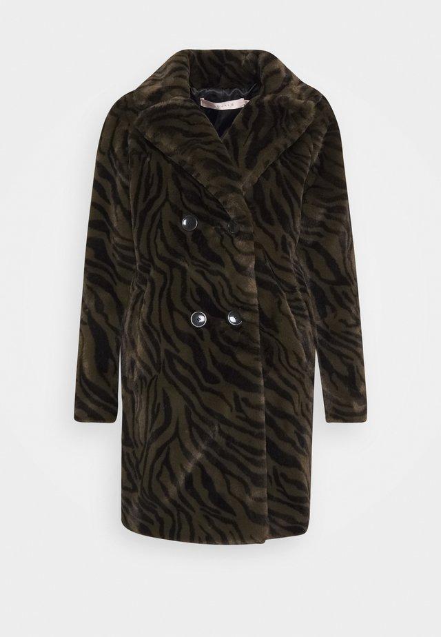 COAT ZEBRA LONG - Zimní kabát - olive