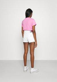Tommy Jeans - HOTPANT - Denim shorts - optic white - 2