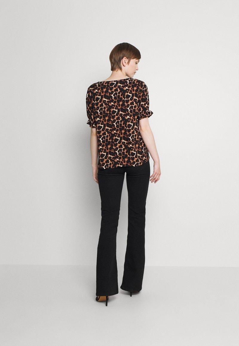 Pieces - PCCARLA - Print T-shirt - brown