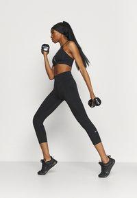 Nike Performance - INDY RAINBOW BRA  - Sujetadores deportivos con sujeción ligera - black/white - 1