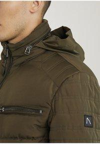 CHASIN' - Winter jacket - green - 5
