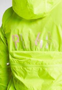 Puma - SHIFT PACKABLE JACKET - Chaqueta de entrenamiento - yellow alert - 7