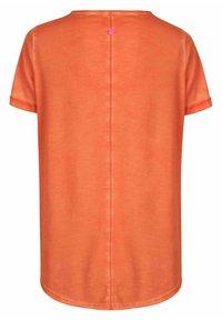 Lieblingsstück - CARISSIMAL - Print T-shirt - orange - 2