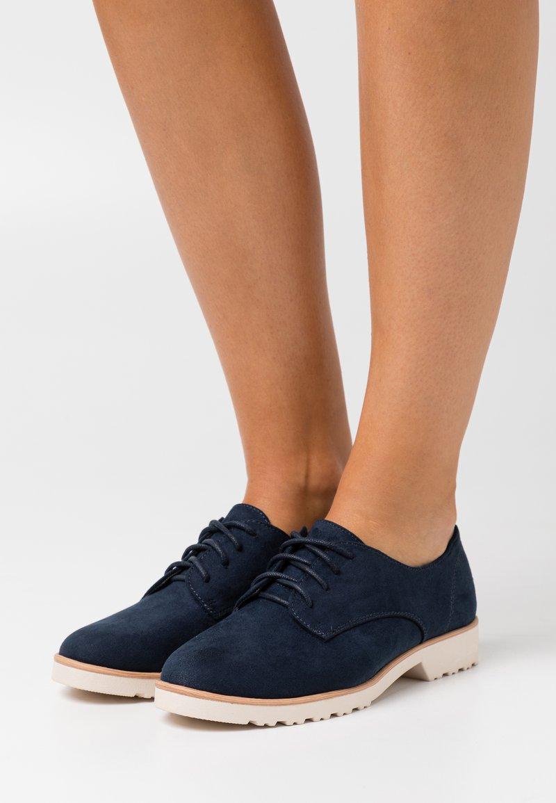 Dorothy Perkins Wide Fit - WIDE FIT LUSH LOAFER - Zapatos de vestir - navy