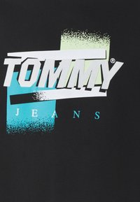 Tommy Jeans Plus - FADED COLOR GRAPHIC TEE - Print T-shirt - black - 2