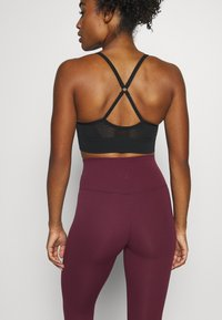 Nike Performance - THE YOGA LUXE - Tights - night maroon/team red - 4