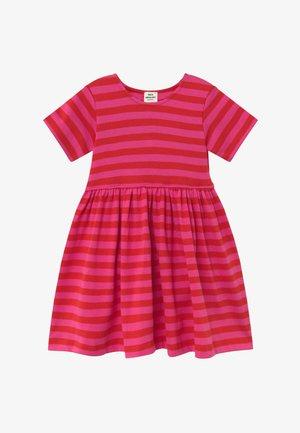 BRETAGNE DAISIA - Pletené šaty - pink /red