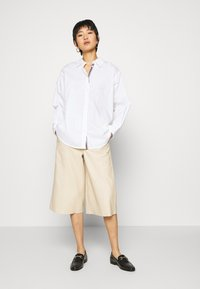 TOM TAILOR - BLOUSE SOLID LOOSE SHAPE - Button-down blouse - white - 1