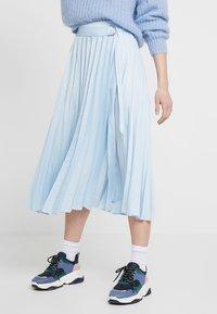 Topshop - PLEAT MIDI - Áčková sukně - light blue - 0
