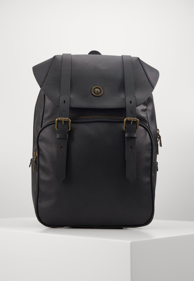 Guess - KING FLAP BACKPACK - Rucksack - black