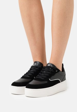 RIVER - Trainers - black