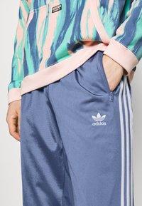 adidas Originals - FIREBIRD UNISEX - Verryttelyhousut - crew blue - 3