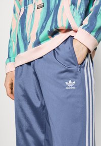 adidas Originals - FIREBIRD UNISEX - Tracksuit bottoms - crew blue - 3