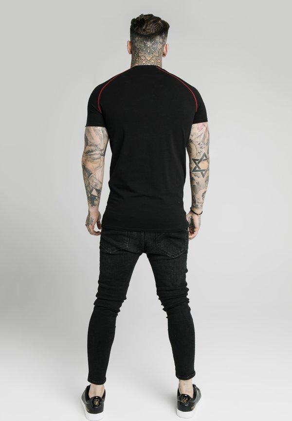 SIKSILK SIKSILK RAGLAN GYM - T-shirt basic - black/red/czarny Odzież Męska WYNE