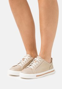 Clarks Unstructured - MAUI LACE - Trainers - gold - 0