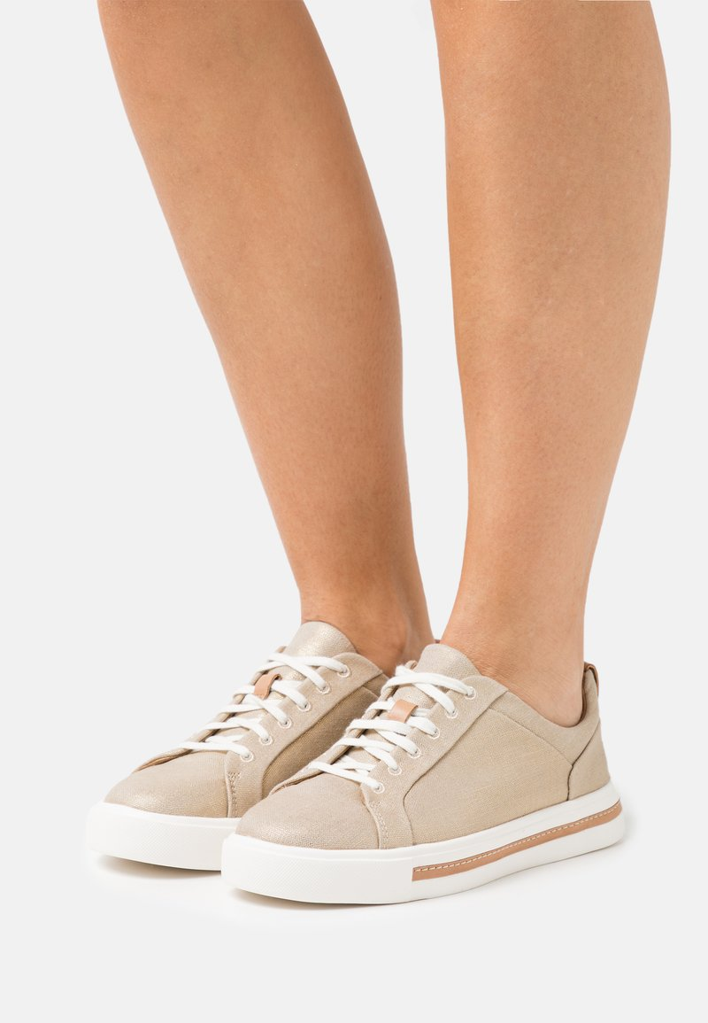 Clarks Unstructured - MAUI LACE - Trainers - gold
