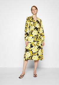 Soft Rebels - SRROSANNA MIDI DRESS - Day dress - yellow - 0