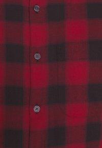 Abercrombie & Fitch - DRAPEY  - Koszula - red ombre - 5