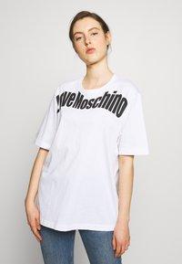 Love Moschino - T-shirt imprimé - optical white - 0