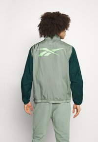 Reebok - OLLIE TRACK JACKET - Trainingsvest - green - 2