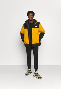 The North Face - MOUNTAIN LIGHT TRICLIMATE JACKET - Down jacket - citrine yellow/black - 1