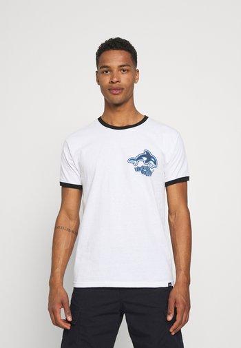ORCA SCUBA RINGER TEE - Printtipaita - white