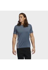 adidas Performance - FREELIFT 3-STRIPES T-SHIRT - Camiseta estampada - green - 0