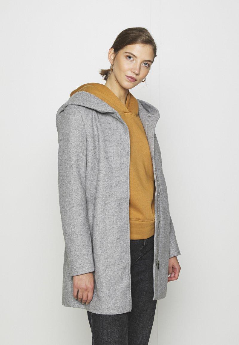 Vero Moda - VMDAFNEDORA - Zimní kabát - light grey melange