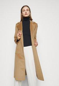 MAX&Co. - SHORTRUN - Klasický kabát - camel - 3