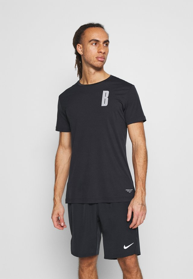 NIGHT TEE - Print T-shirt - black beauty
