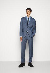 HUGO - KERY - Formal shirt - light pastel blue - 1