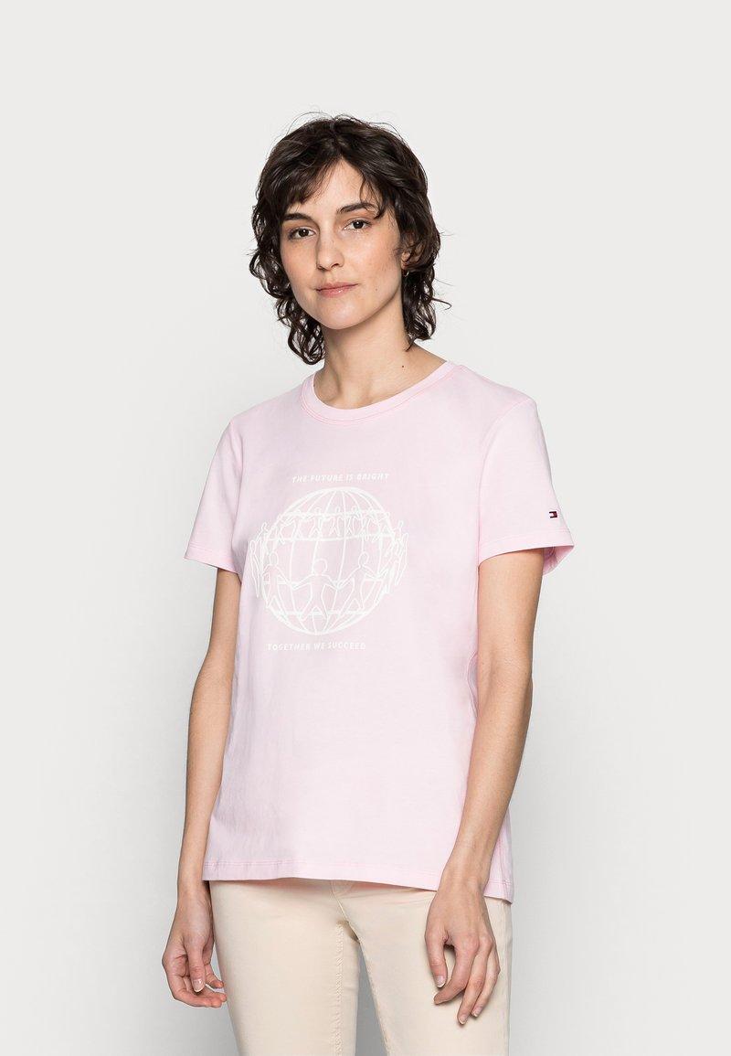Tommy Hilfiger - ONE PLANET - Print T-shirt - pastel pink