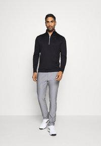 Calvin Klein Golf - ORBIT HALF ZIP - Top sdlouhým rukávem - black/red - 1