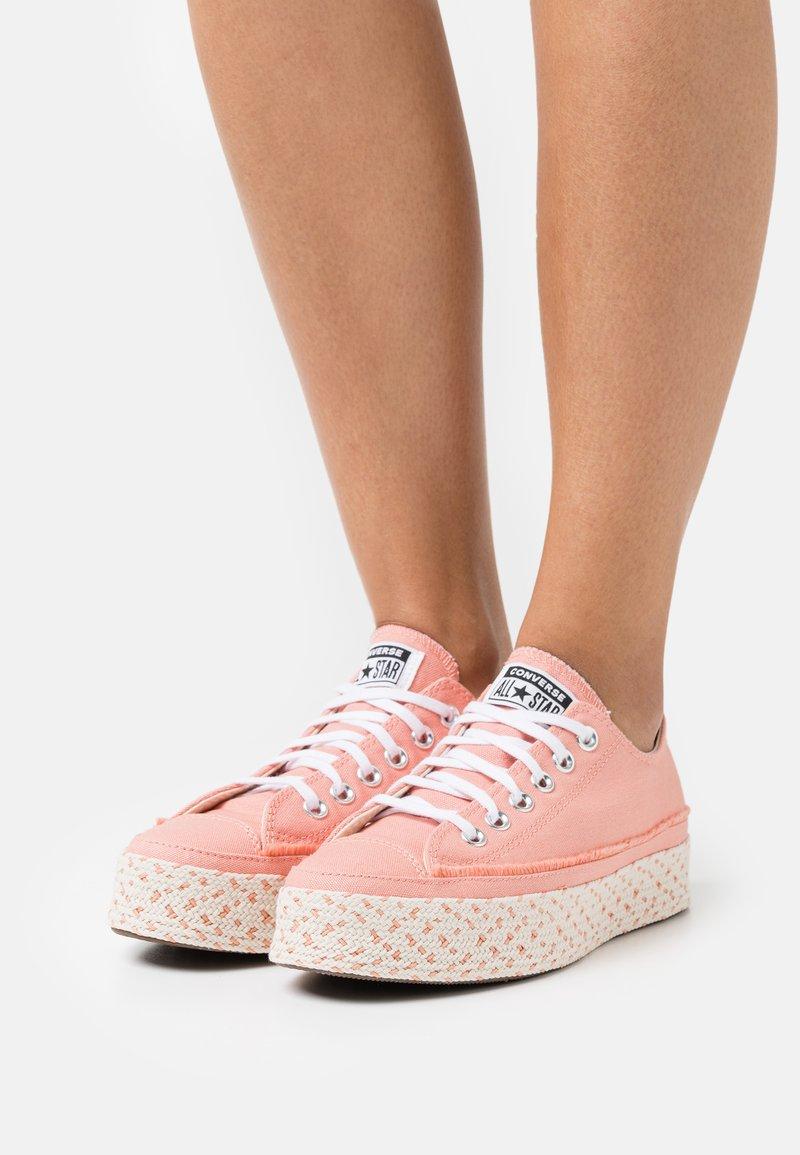 Converse - CHUCK TAYLOR ALL STAR PLATFORM - Sneakers basse - pink quartz/white/natural ivory