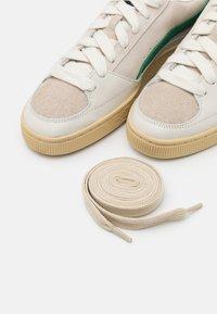 Puma - X RHUIGI - Basketball shoes - whisper white/juniper - 5